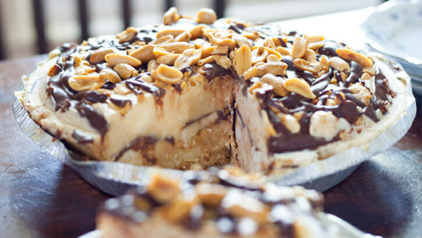 Chocolate Peanut Butter Banana Ice Cream Pie