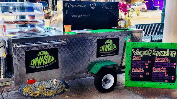 Vegan Invasion – Arizona's first vegan hot dog cart