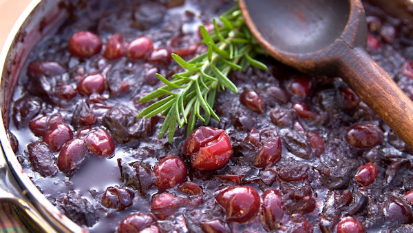 Vegan Thanksgiving Recipe: Zesty Cranberry Sauce